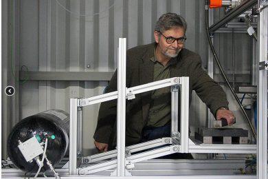 Prof. Dr. Karl Klug arbeitet seit 2015 mit seinem vierköpfigen Team an dem Durchflussmesser.